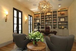 三房一厅美式书房装修效果图