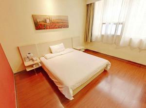 酒店卧室床
