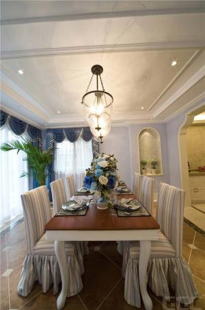 简易厨房餐桌图片