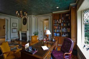 豪华家具搭配古典书房装修效果图