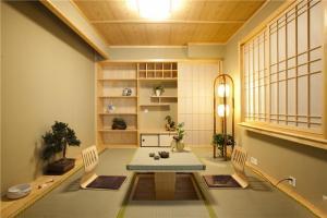 三居室榻榻米家庭书房装修效果图