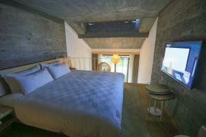 复式楼卧室床