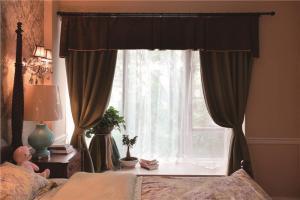 欧式飘窗卧室设计图片