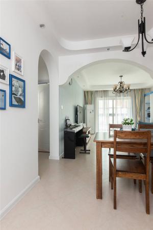 公寓小客厅餐桌