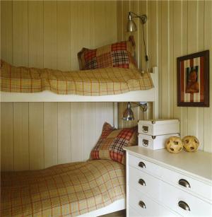 小卧室床双层床搭配
