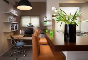 现代转角开放式书房装修效果图