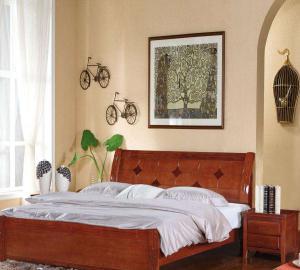 中式实木床黄色背景墙