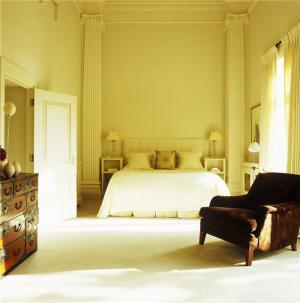 淡雅复古主卧室的床
