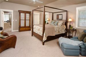 主卧室的床全套家具
