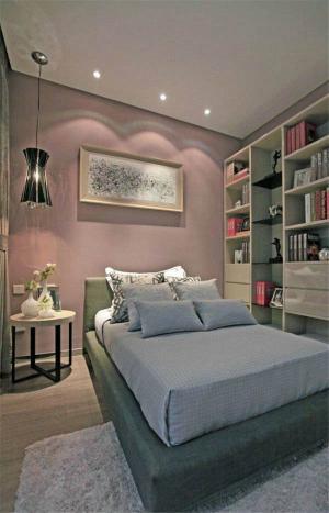 温馨的卧室书柜