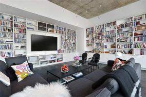 大面积电视书柜一体效果图