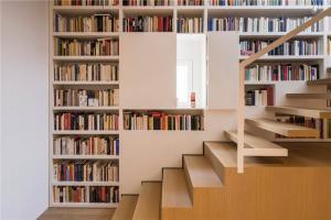 楼梯墙整体书柜