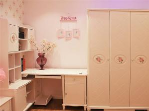 韩式风格卧室转角书桌加衣