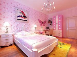 粉色卧室转角书桌加衣柜