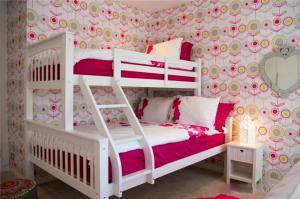 时尚风格两个孩子儿童房设计