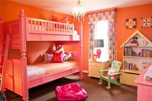 粉色双人上下床