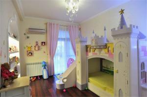 城堡床儿童套房