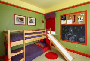 带滑梯男孩儿童房