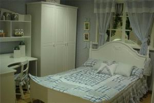 欧式卧室转角书桌加衣柜