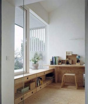 原木家装小阳台改书房效果