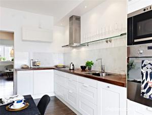 简约家庭厨房橱柜