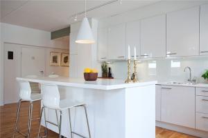 素白家庭厨房橱柜