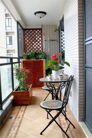 铁艺桌椅小阳台装修效果图