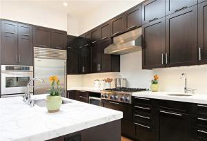 家庭厨房橱柜实拍图
