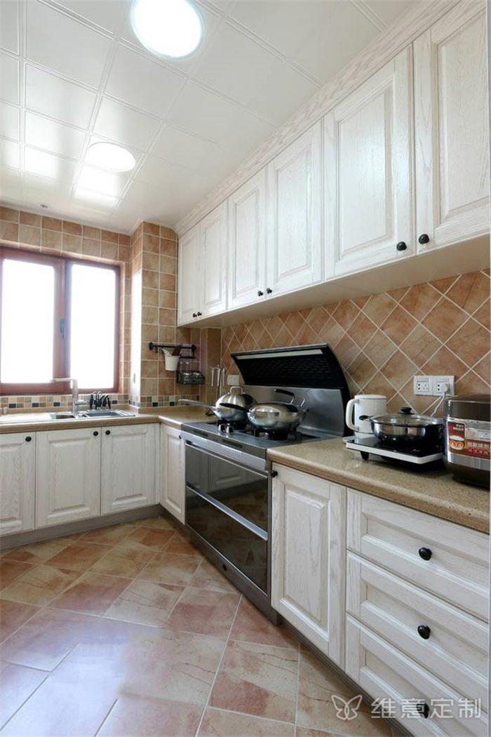 象牙白瓷砖厨柜