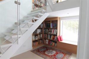 楼梯飘窗创意书柜